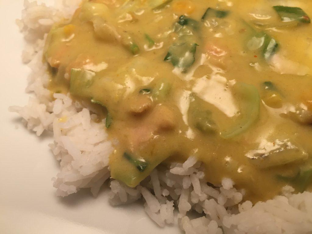 Pute, Gemüse und gelbe Thai-Currysauce