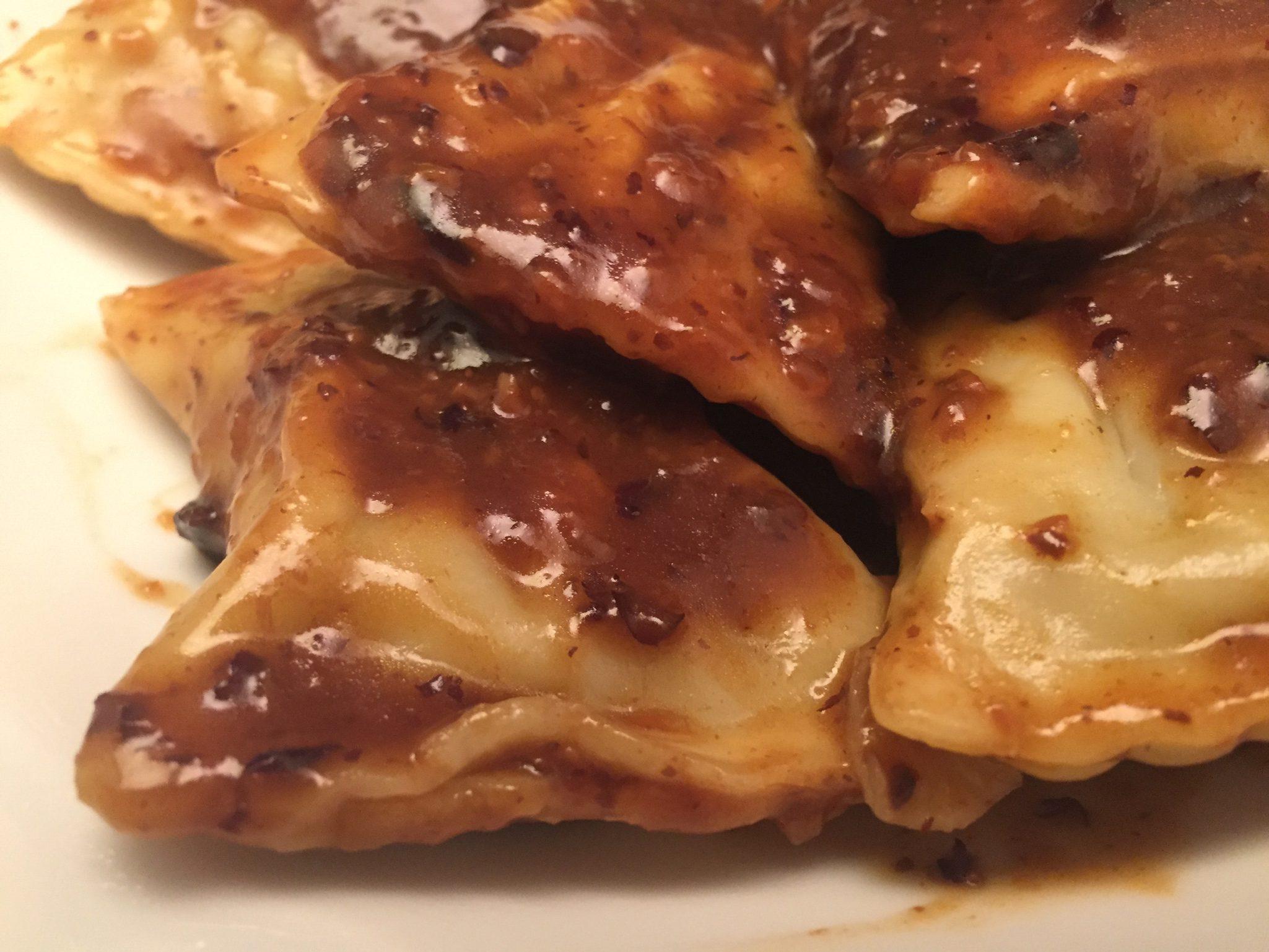 Maultaschen mit schwarzer Bohnen-Sauce