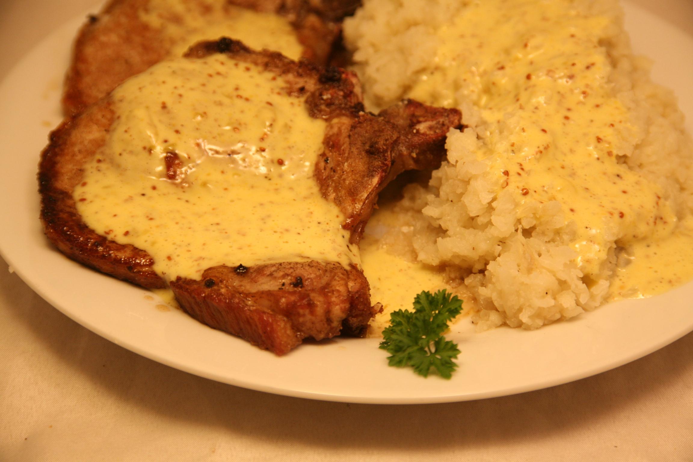 Schweine-Koteletts, Blumenkohl-Stampf und Mayonnaise