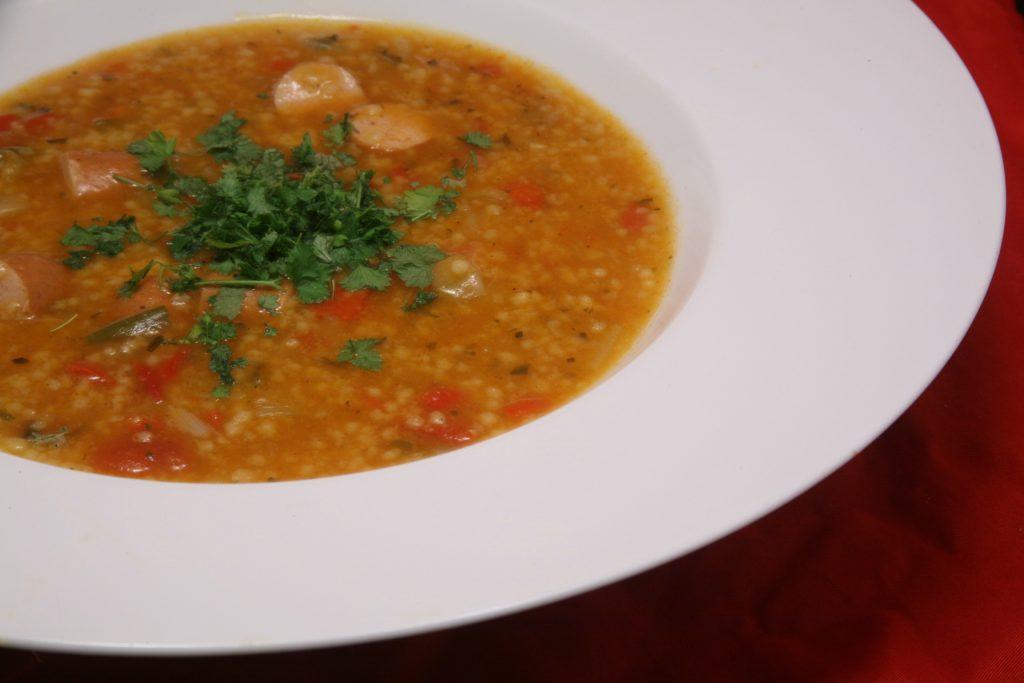 Orientalischer Couscous-Gemüse-Eintopf mit Geflügel-Würstchen