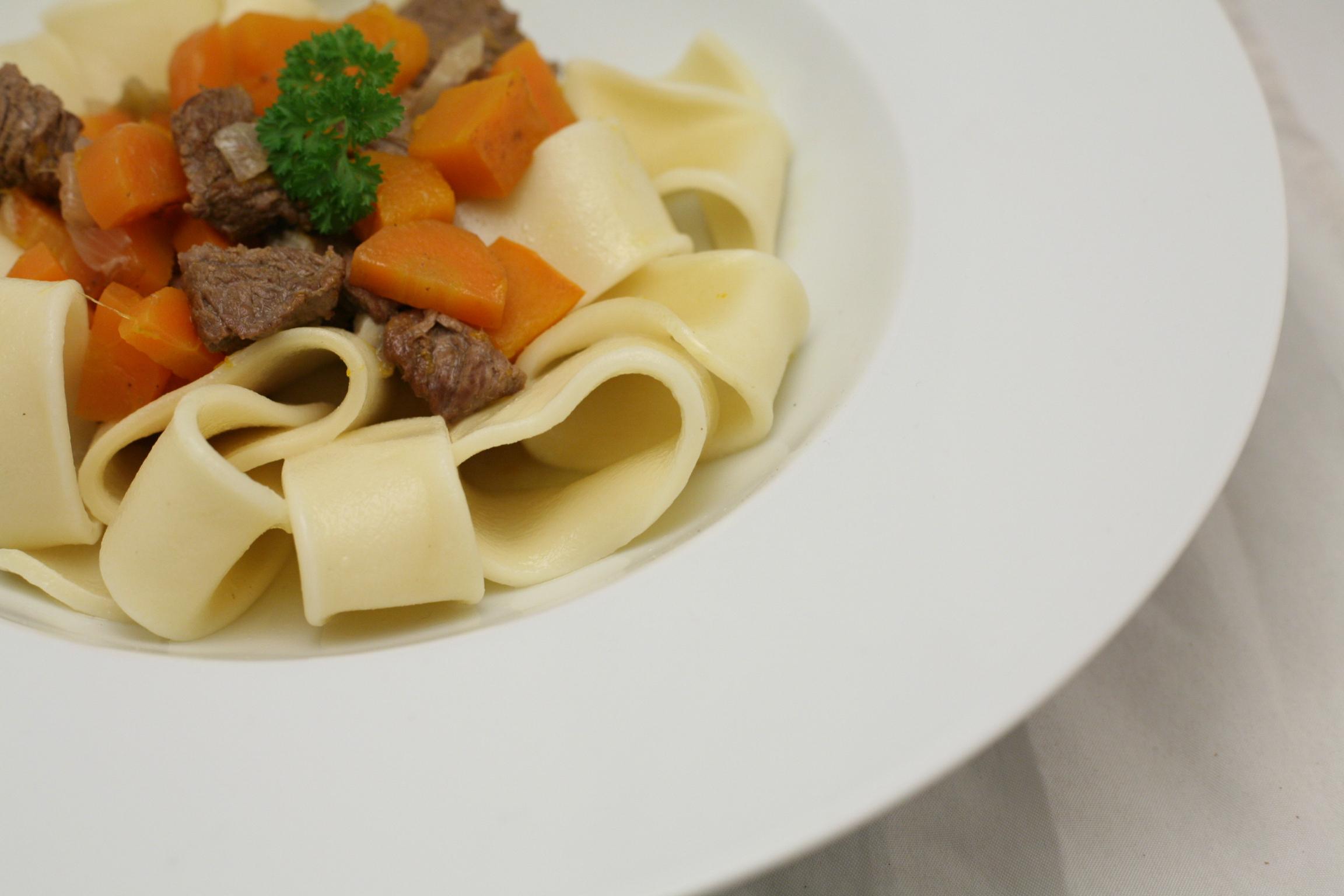Muttis bestes Gericht: Nudeln, Fleisch und Sauce