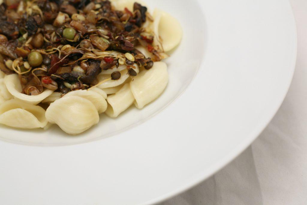 Orecchiette mit Sprossen-Gemüse-Potpourri