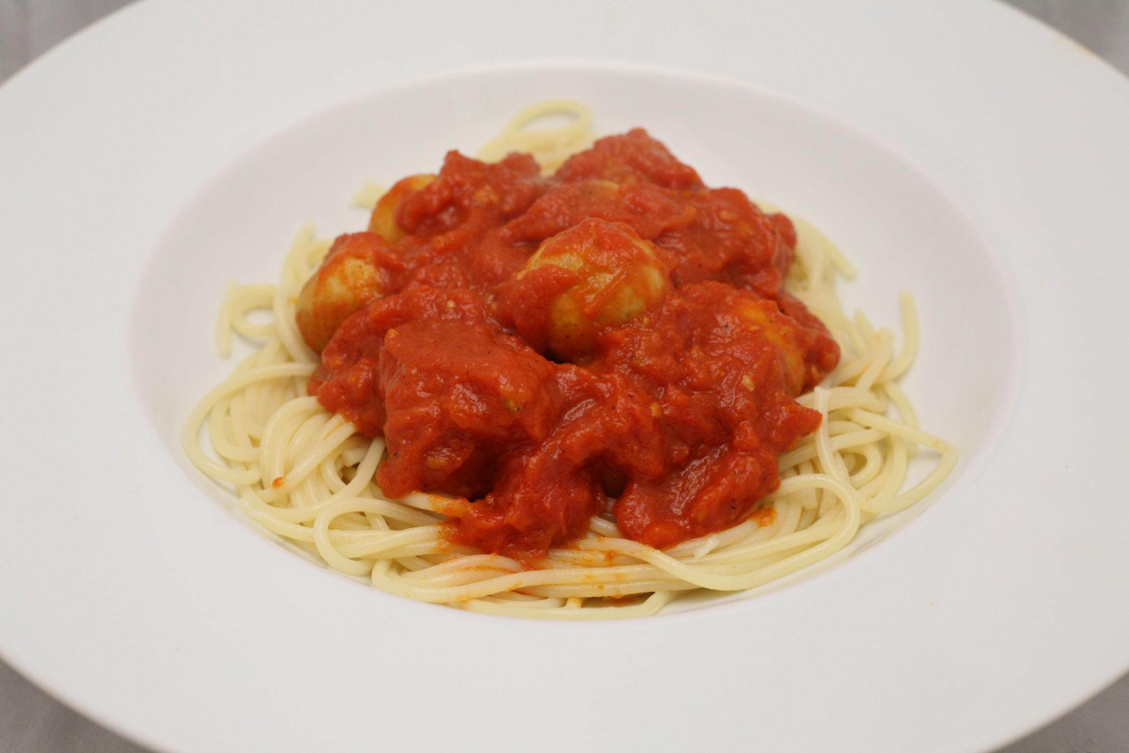 Markklößchen in Tomaten-Sauce mit Spaghetti