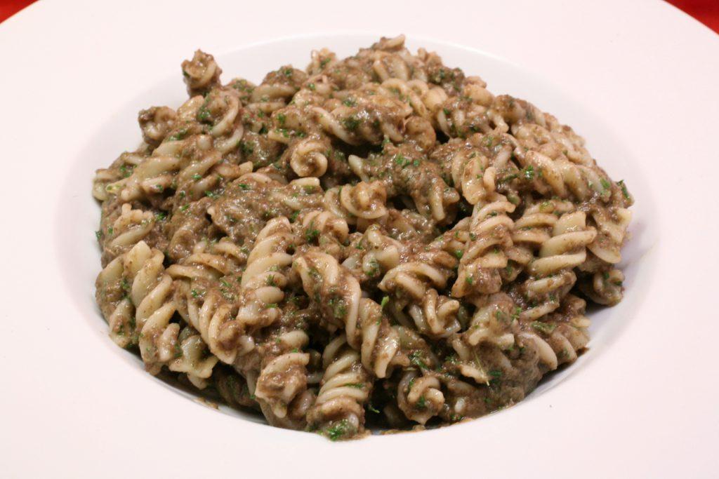 Spiralnudeln mit Avocado-Champigon-Pesto