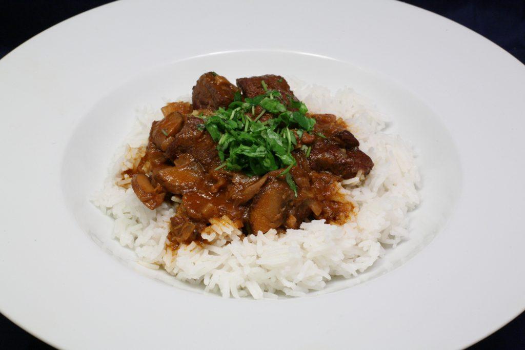 Schweine-Gulasch mit Basmati-Reis