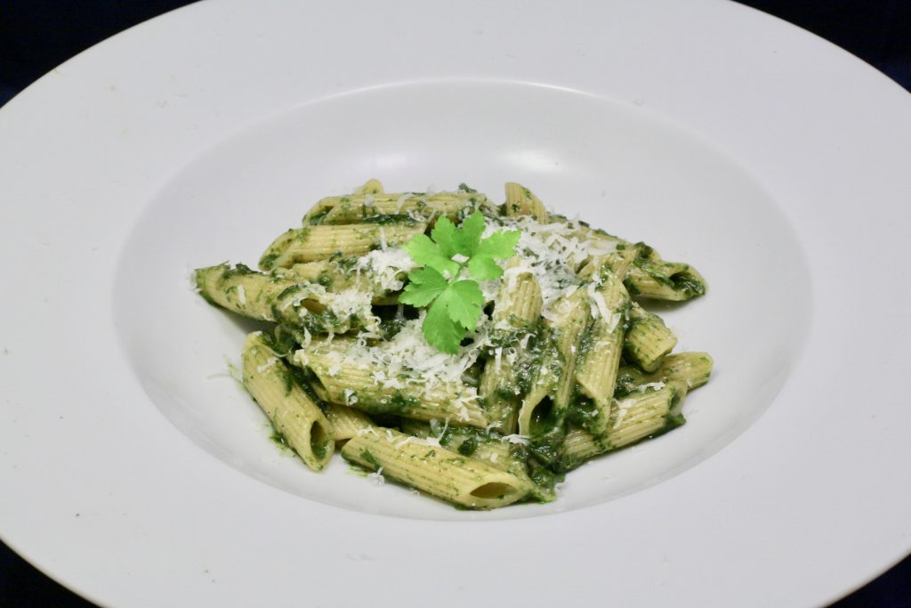 Penne Rigate mit Blattsalat-Pesto