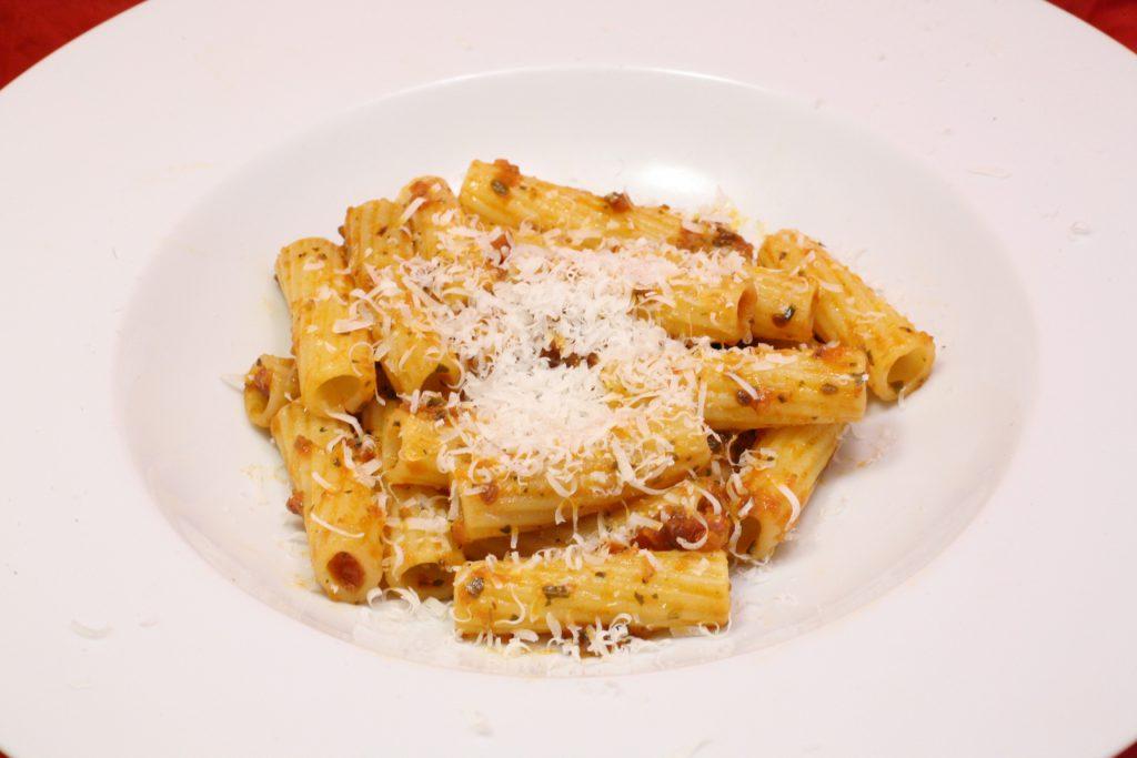 Tortiglioni mit Tomaten-Pesto