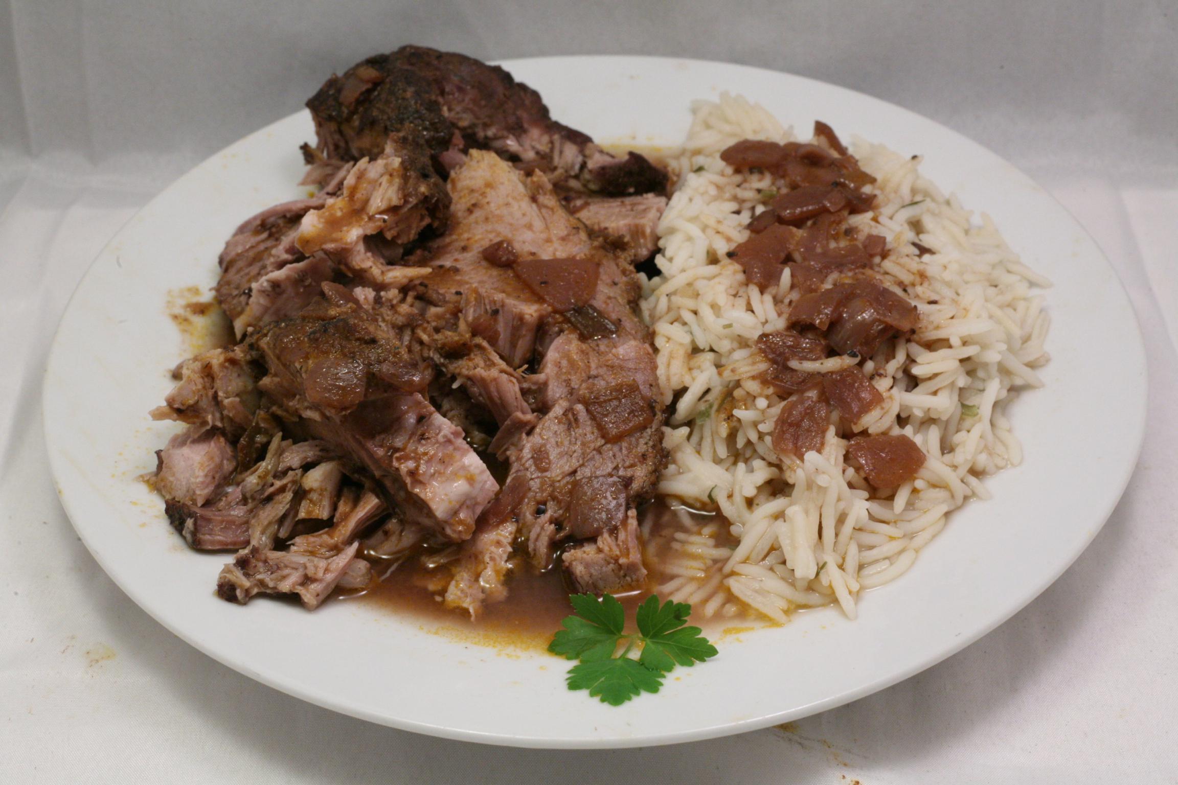 Nackenbraten in dunkler Sauce mit Basmati-Reis