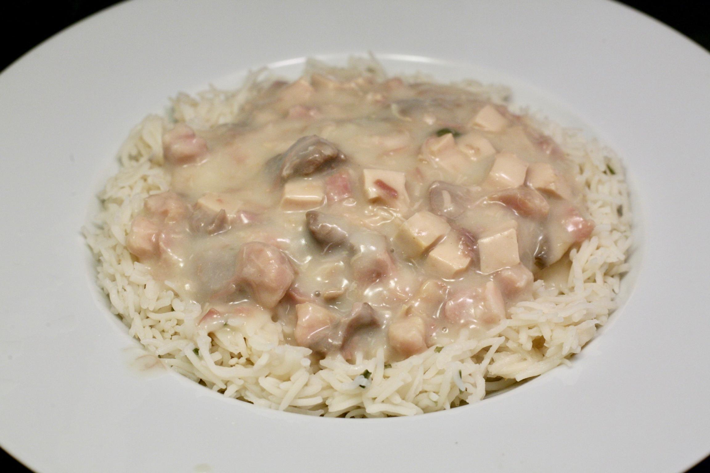 Geflügel-Ragout fin mit Basmatireis