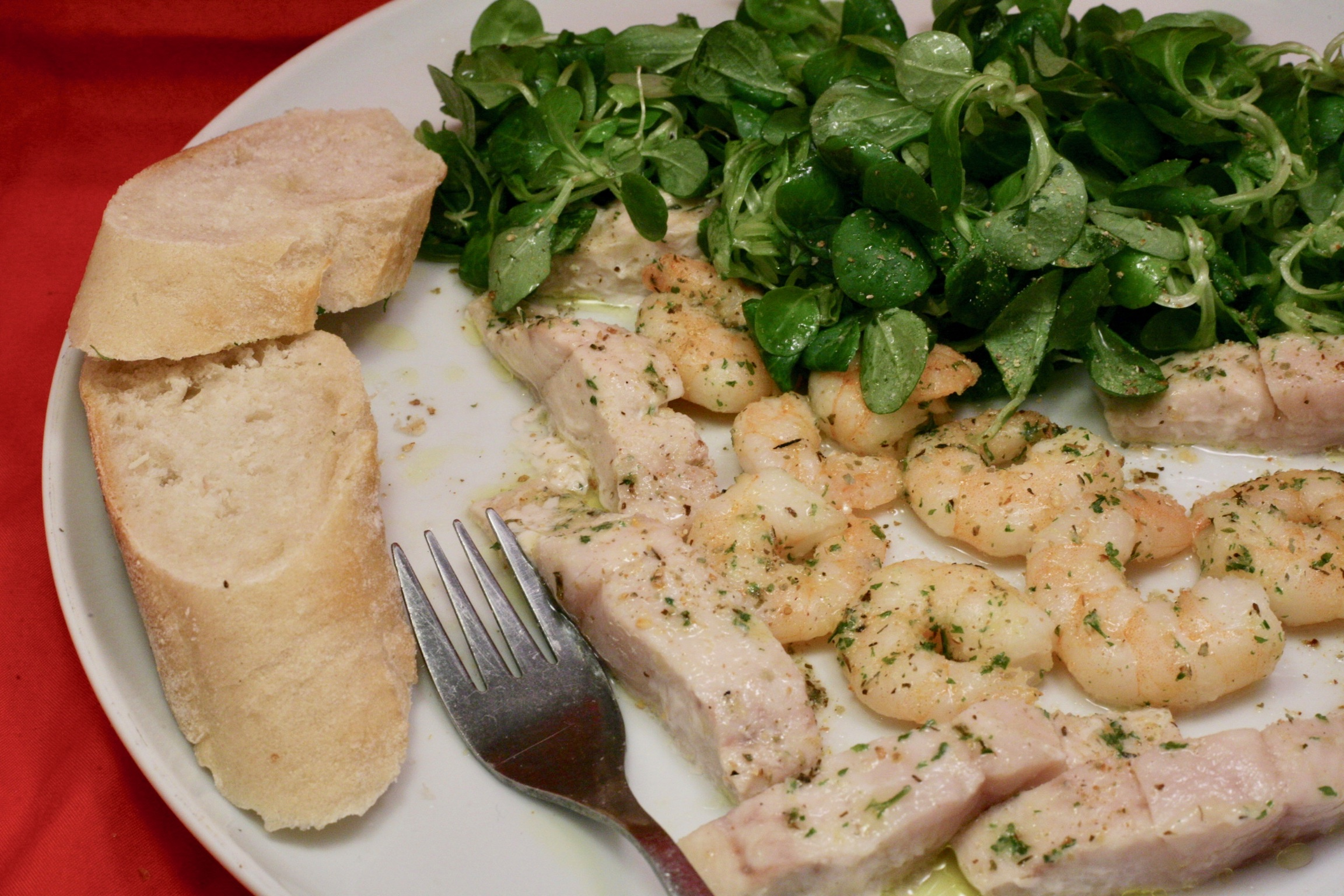Lauwarmer Feldsalat mit Wildlachs und Garnelen