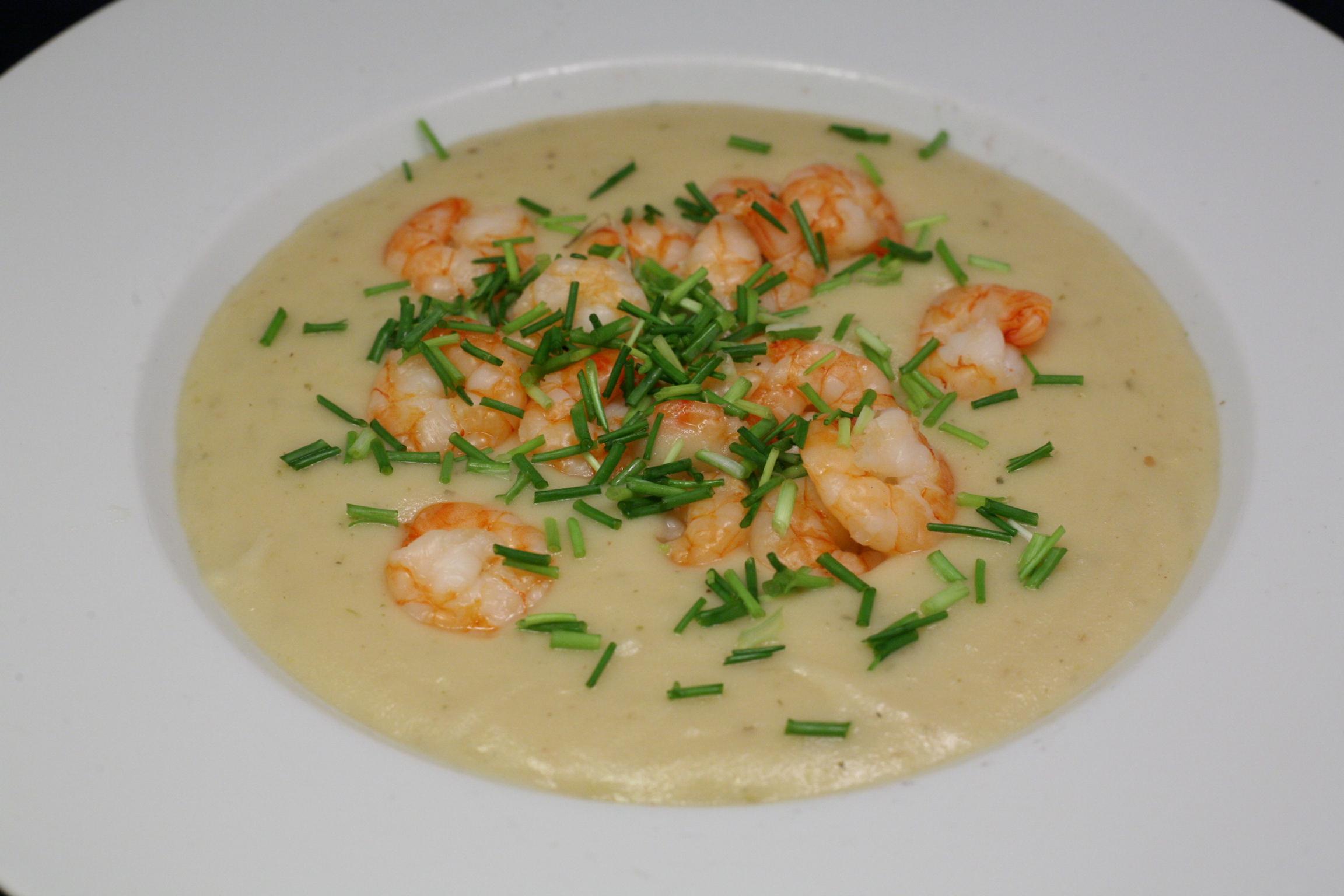 Feine Kartoffelcreme-Suppe mit Garnelen