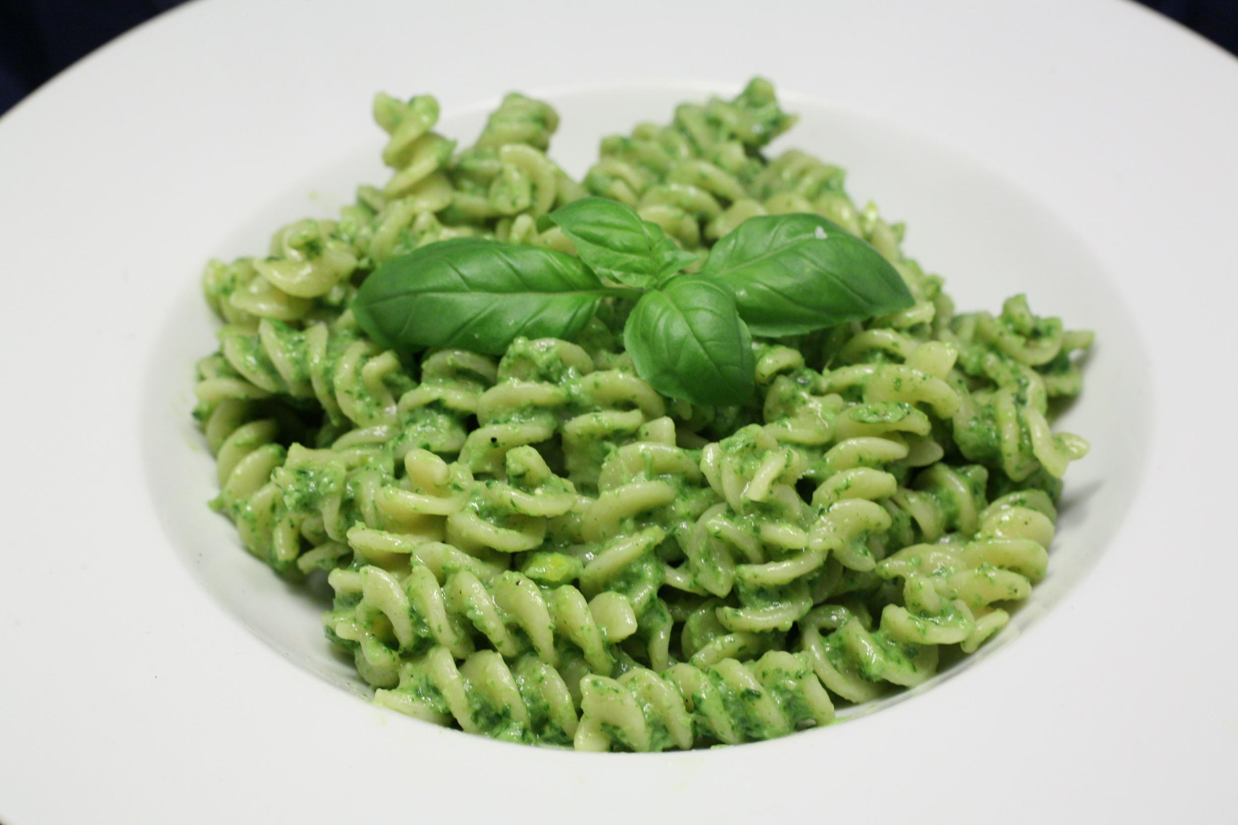 Fusilli mit Basilikum-Pesto