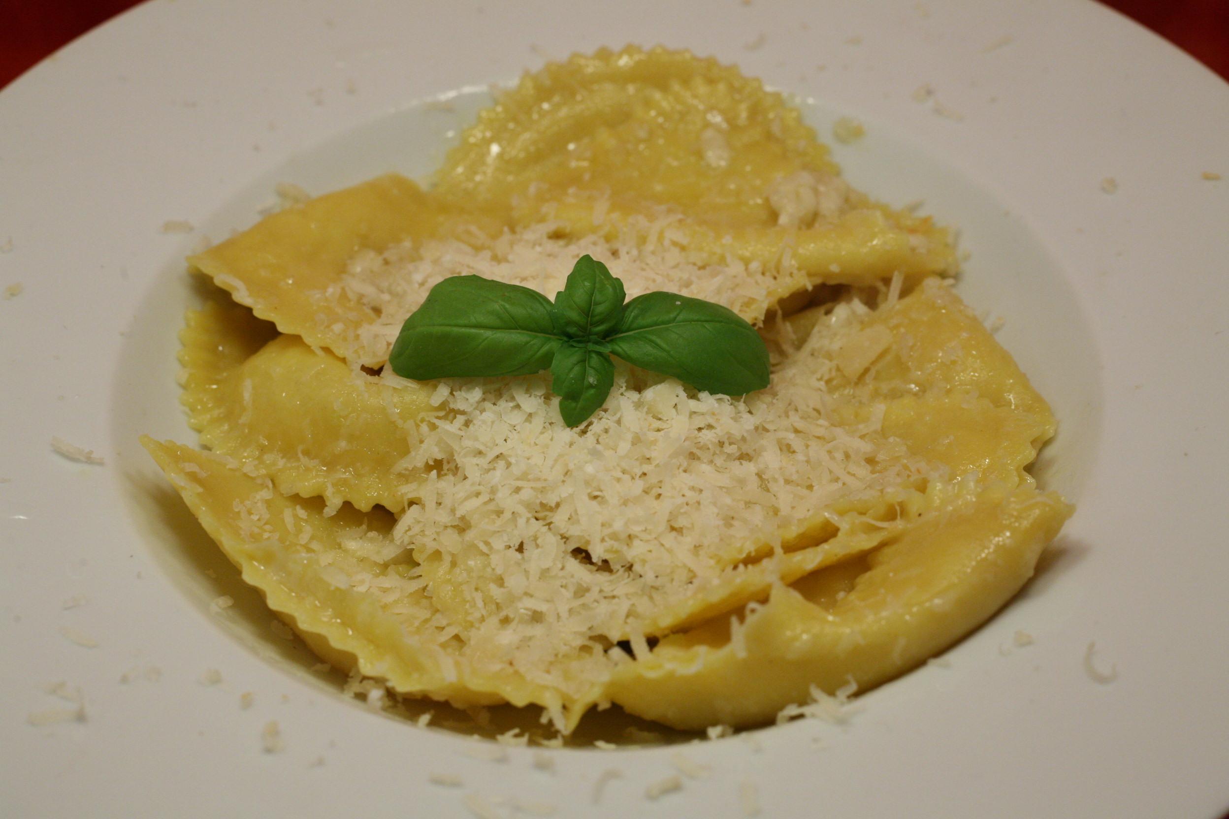 Frische Mezzelune aglio e olio