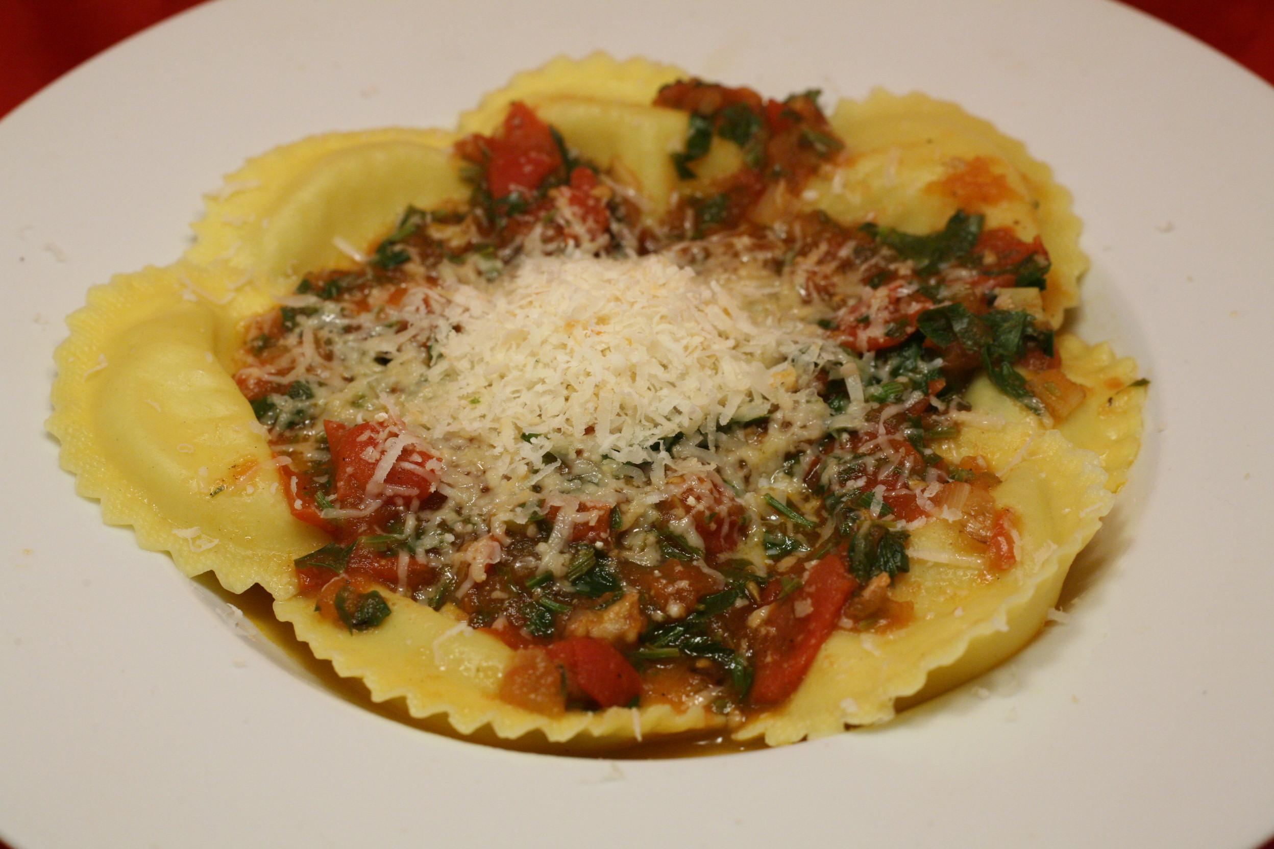 Grandi Girasoli mit leichtem Tomatensugo