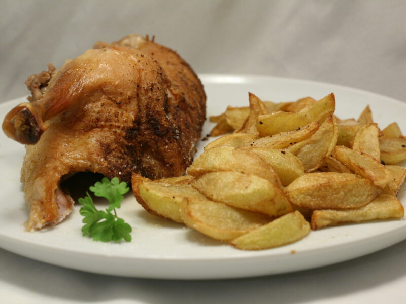 Beschwipste Ente mit Kartoffelspalten