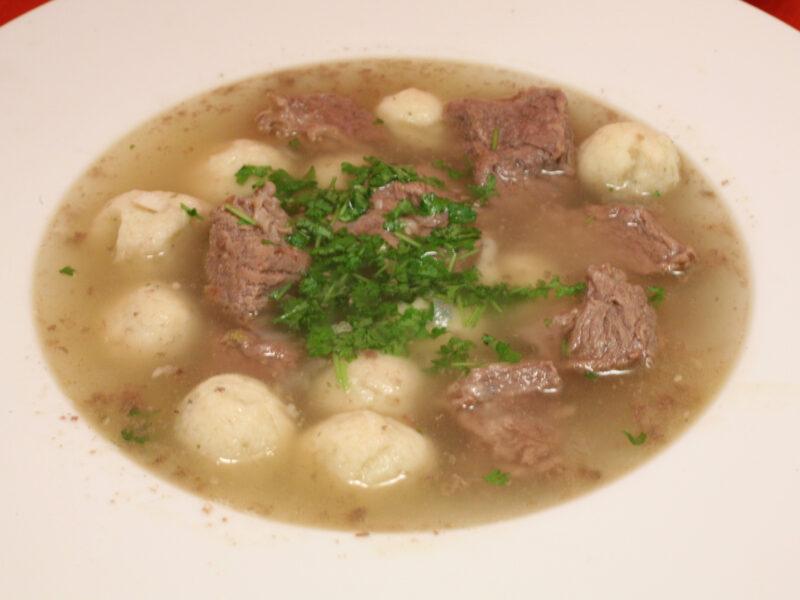 Markklößchen-Suppe mit Suppenfleisch
