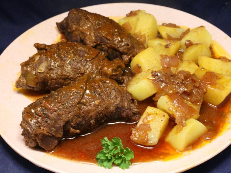 Geschmorte Rinder-Rouladen mit Salzkartoffeln