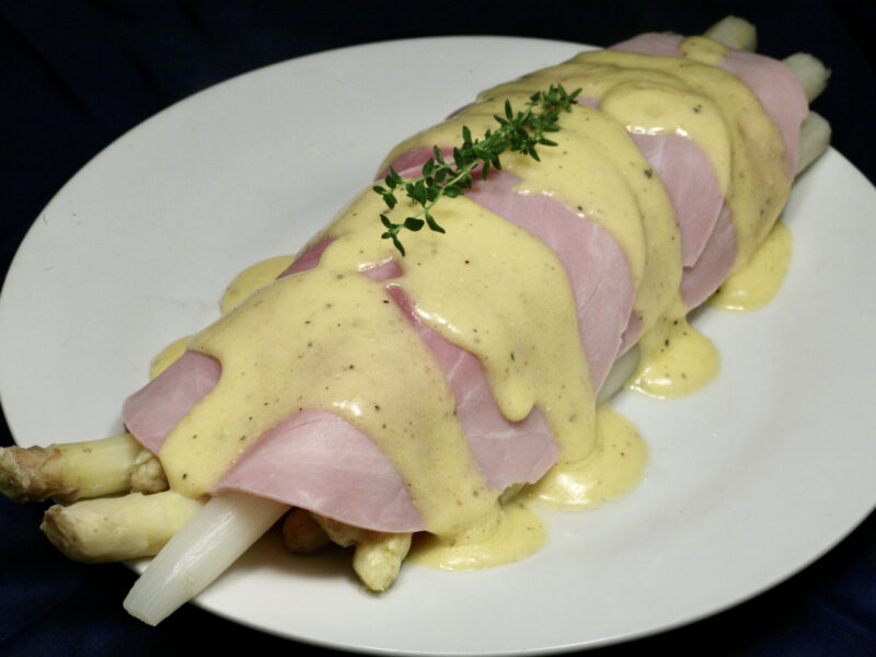 Spargel mit gekochtem Schinken und Sauce Hollandaise